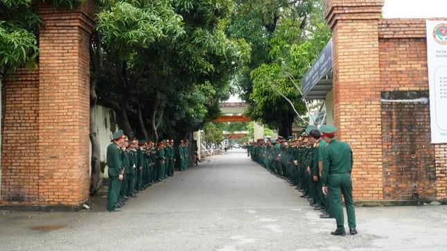 Tang lễ 13 liệt sĩ hy sinh ở Rào Trăng: Đau xé lòng tiễn các anh về đất mẹ ảnh 15