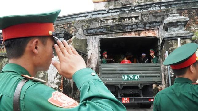 Tang lễ 13 liệt sĩ hy sinh ở Rào Trăng: Đau xé lòng tiễn các anh về đất mẹ ảnh 17