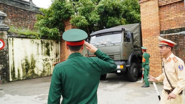 Tang lễ 13 liệt sĩ hy sinh ở Rào Trăng: Đau xé lòng tiễn các anh về đất mẹ ảnh 16