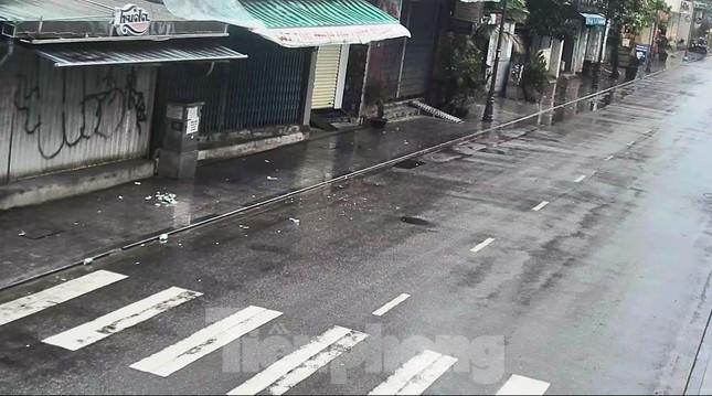 Gió giật mưa lớn, đường sá tại Huế không bóng người ảnh 5
