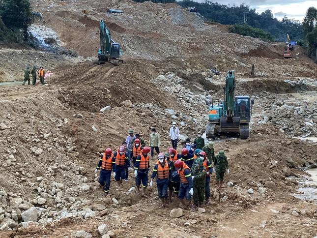 Cận cảnh 'công trường đặc biệt' tại Rào Trăng 3 - nơi phát hiện thi thể vùi dưới sông suối ảnh 2