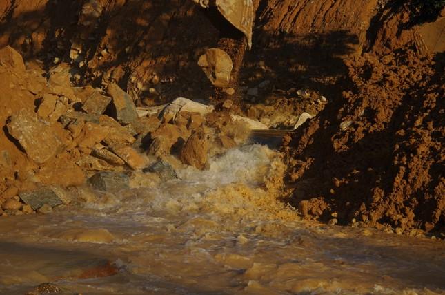 Cận cảnh 'công trường đặc biệt' tại Rào Trăng 3 - nơi phát hiện thi thể vùi dưới sông suối ảnh 3
