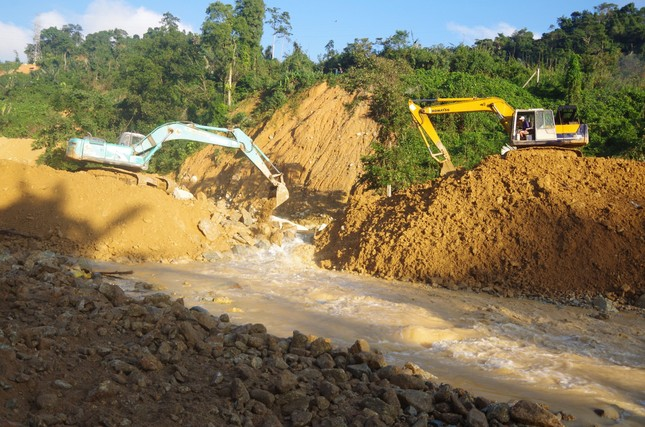 Cận cảnh 'công trường đặc biệt' tại Rào Trăng 3 - nơi phát hiện thi thể vùi dưới sông suối ảnh 4