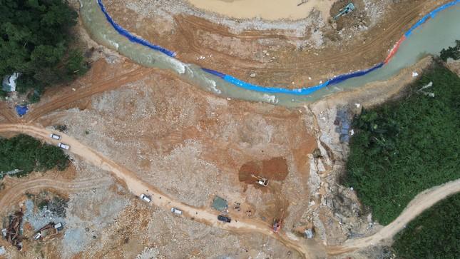 Cận cảnh 'công trường đặc biệt' tại Rào Trăng 3 - nơi phát hiện thi thể vùi dưới sông suối ảnh 5
