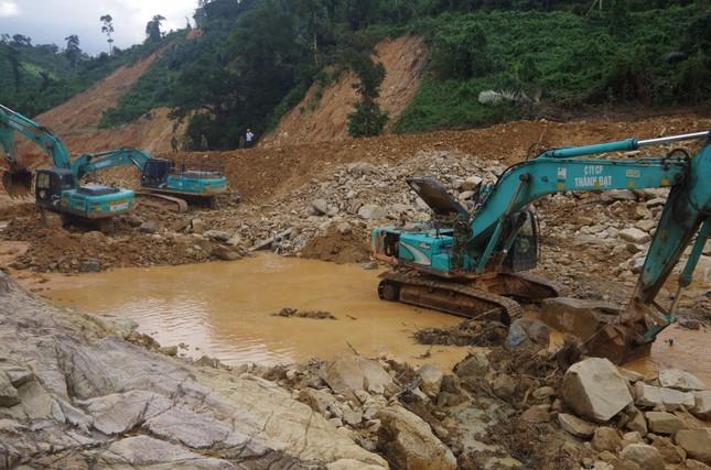 Cận cảnh 'công trường đặc biệt' tại Rào Trăng 3 - nơi phát hiện thi thể vùi dưới sông suối ảnh 6