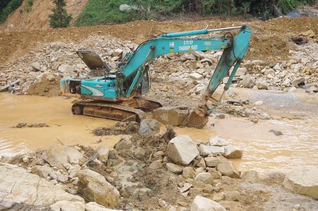 Cận cảnh 'công trường đặc biệt' tại Rào Trăng 3 - nơi phát hiện thi thể vùi dưới sông suối ảnh 9