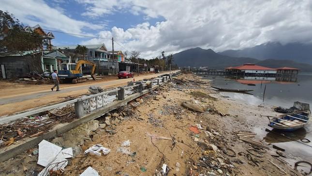 Phố đi bộ hơn 170 tỷ ven đầm ở Lăng Cô tan nát do thủy triều dâng cao? ảnh 2