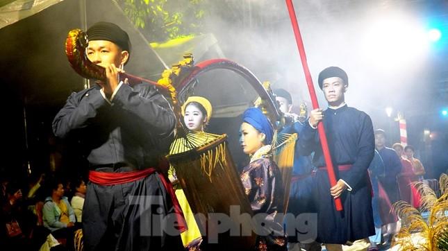Mãn nhãn 'đại tiệc' áo dài lớn nhất từ trước tới nay bên dòng sông Hương thơ mộng ảnh 8