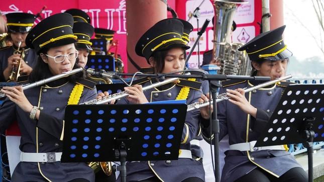 Huế: Lần đầu tiên, 40 nghệ sĩ 'kèn Tây' diễn Nhã nhạc Cung đình mừng năm mới ảnh 7