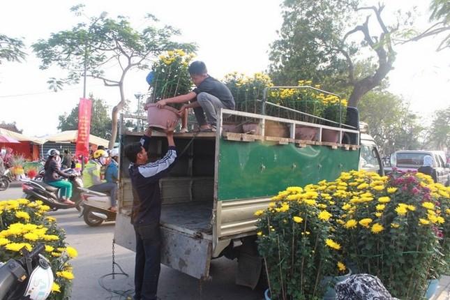 Vì sao Huế bất ngờ cấm họp chợ hoa Tết trên vỉa hè nhiều phố trung tâm? ảnh 2