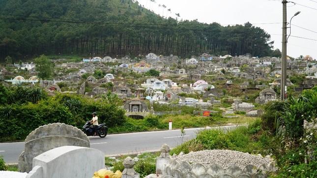 Tận mục nơi thuộc 'thế giới người chết' sắp thành công viên văn hóa ở Huế ảnh 3
