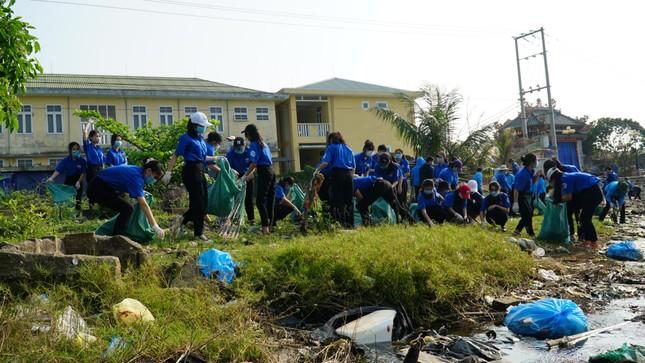 TT-Huế: Chung tay làm sạch, đẹp môi trường trong Tháng thanh niên ảnh 8