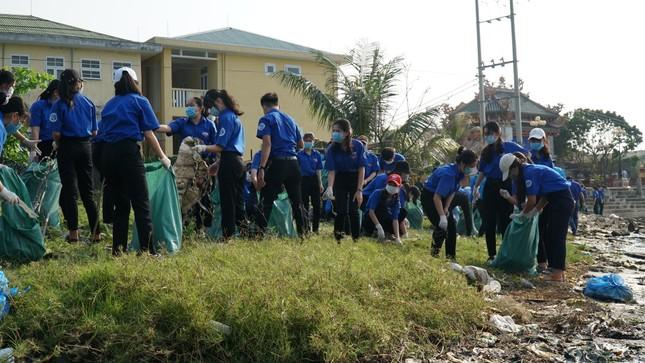 TT-Huế: Chung tay làm sạch, đẹp môi trường trong Tháng thanh niên ảnh 3