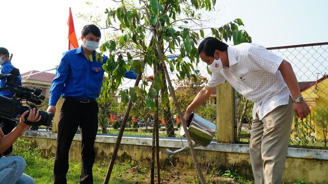 TT-Huế: Chung tay làm sạch, đẹp môi trường trong Tháng thanh niên ảnh 12