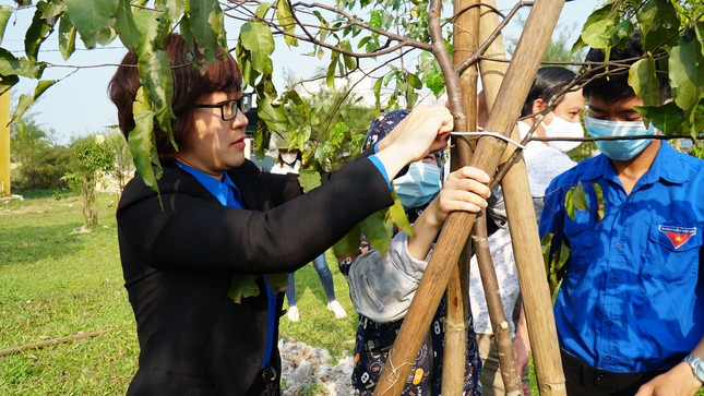 TT-Huế: Chung tay làm sạch, đẹp môi trường trong Tháng thanh niên ảnh 13