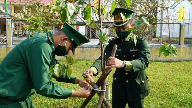 TT-Huế: Chung tay làm sạch, đẹp môi trường trong Tháng thanh niên ảnh 14