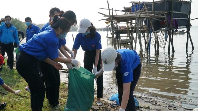 TT-Huế: Chung tay làm sạch, đẹp môi trường trong Tháng thanh niên ảnh 4