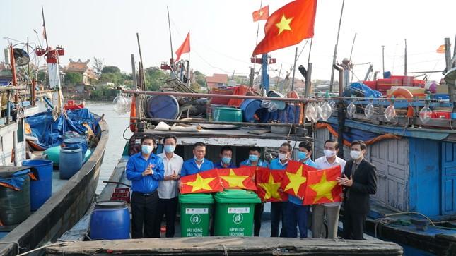 TT-Huế: Chung tay làm sạch, đẹp môi trường trong Tháng thanh niên ảnh 2