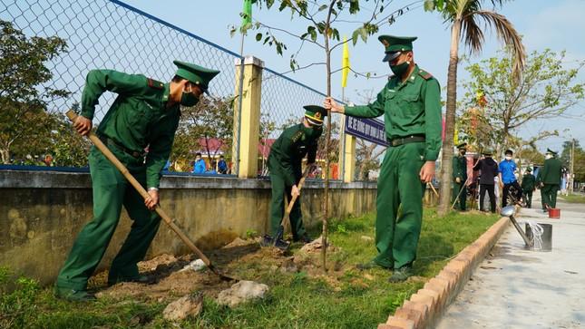 TT-Huế: Chung tay làm sạch, đẹp môi trường trong Tháng thanh niên ảnh 7