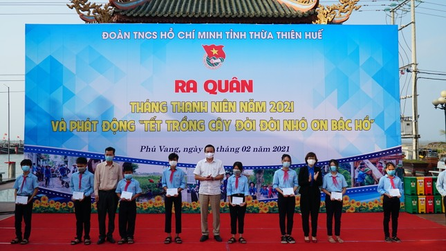 TT-Huế: Chung tay làm sạch, đẹp môi trường trong Tháng thanh niên ảnh 6