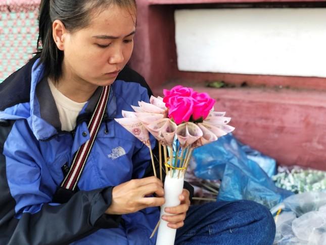 Hoa tươi 8/3 ở Huế ế ẩm do giá cao, hoa giả gắn tiền thật 'lên ngôi' ảnh 9