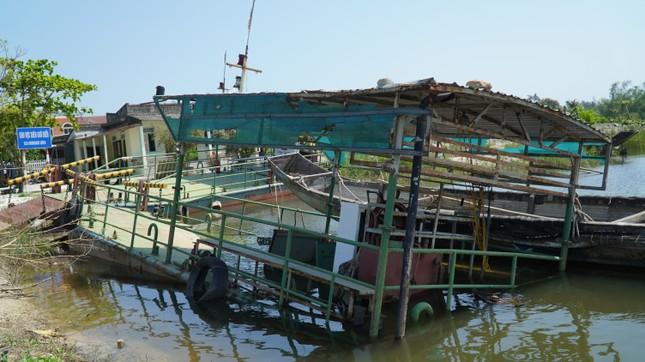 Xót xa đội phà vỏ thép tiền tỷ ở TT-Huế 'chìm tại bến' ảnh 1