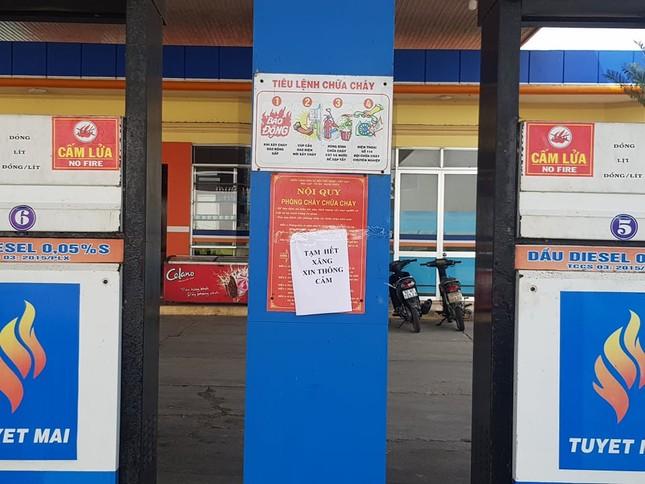 Giá xăng giảm sâu, nhiều cửa hàng ở Quảng Nam bất ngờ thông báo 'hết hàng' ảnh 1