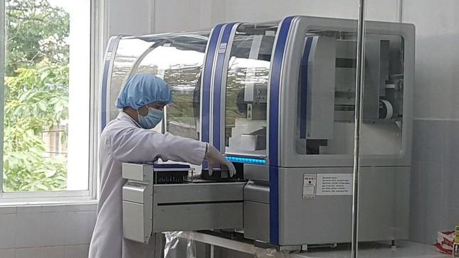 Mua máy xét nghiệm 7,5 tỷ, Giám đốc Sở Y tế Quảng Nam khẳng định 'không thổi giá' ảnh 1