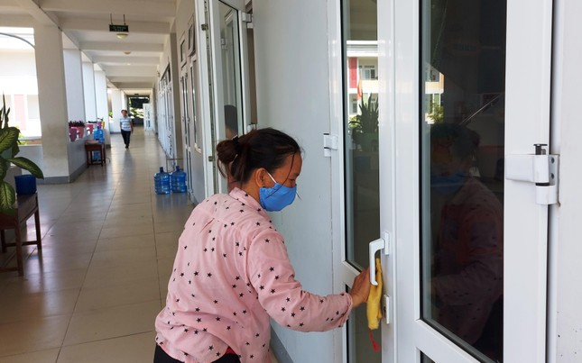 Học sinh Quảng Nam trở lại trường từ 4/5: Kiểm tra thân nhiệt, chào cờ tại lớp ảnh 2