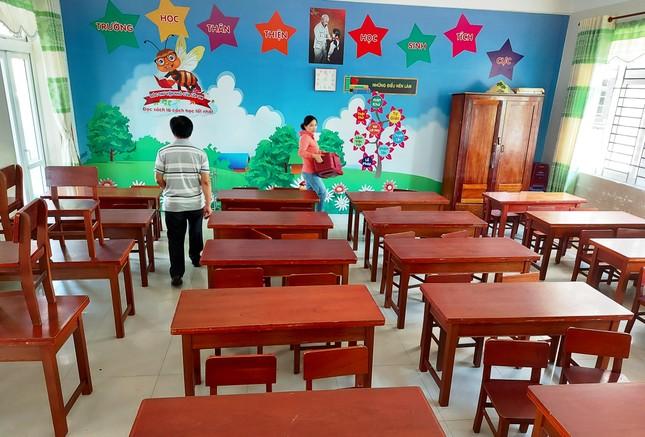 Học sinh Quảng Nam trở lại trường từ 4/5: Kiểm tra thân nhiệt, chào cờ tại lớp ảnh 6