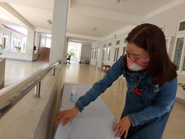 Học sinh Quảng Nam trở lại trường từ 4/5: Kiểm tra thân nhiệt, chào cờ tại lớp ảnh 4