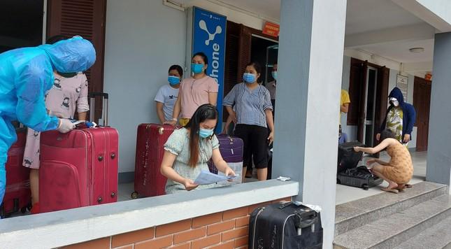 Hàng trăm thai phụ từ Đài Loan về Việt Nam cách ly: 'Mừng rơi nước mắt' ảnh 1