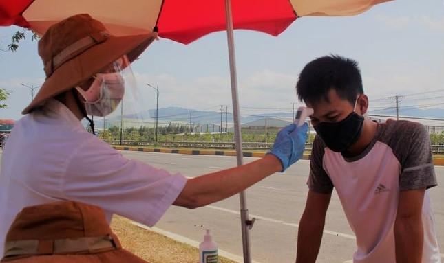Quảng Nam lập 4 chốt kiểm soát, đình chỉ hoạt động cơ sở kinh doanh không thiết yếu ảnh 1