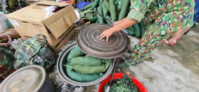 Quân đội hành quân vào Trà Leng, tìm kiếm cứu hộ người mất tích ảnh 4