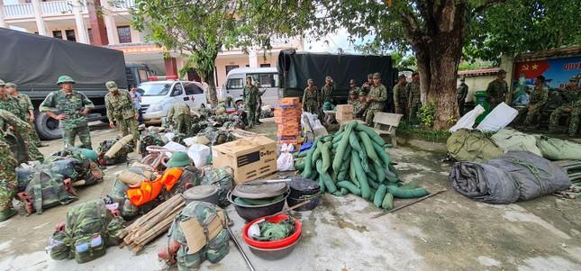 Quân đội hành quân vào Trà Leng, tìm kiếm cứu hộ người mất tích ảnh 3