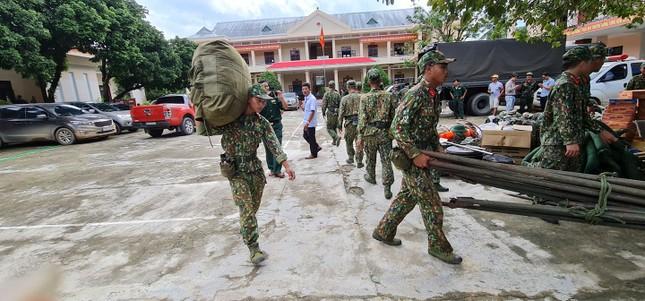 Quân đội hành quân vào Trà Leng, tìm kiếm cứu hộ người mất tích ảnh 2