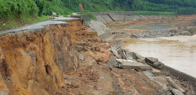 CẬP NHẬT: Tìm thấy 5 thi thể vụ lở núi khiến 11 người bị vùi lấp ở Phước Sơn ảnh 1