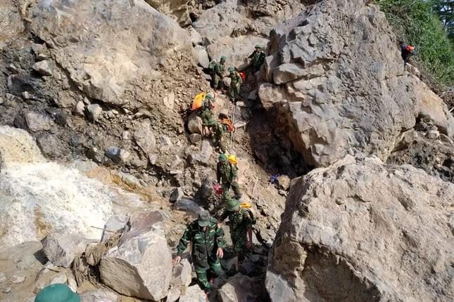 Quảng Nam: Tìm thấy thi thể Phó Bí thư Đoàn xã bị vùi lấp khi giúp dân chống bão ảnh 1
