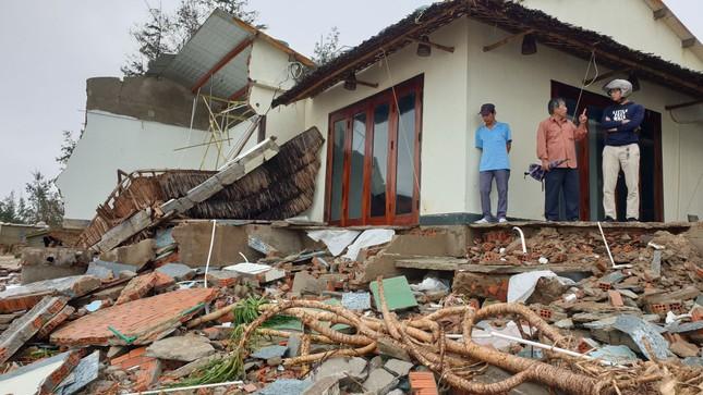 Sóng đánh sập hàng loạt ngôi nhà ven biển Hội An ảnh 9