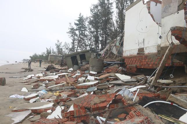 Sóng đánh sập hàng loạt ngôi nhà ven biển Hội An ảnh 3