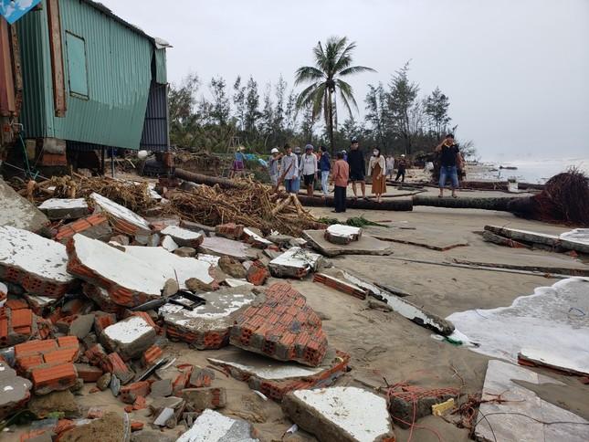 Sóng đánh sập hàng loạt ngôi nhà ven biển Hội An ảnh 4