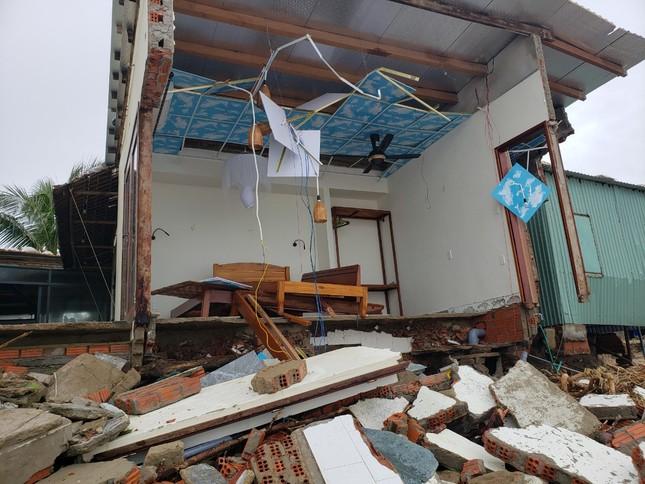 Sóng đánh sập hàng loạt ngôi nhà ven biển Hội An ảnh 5