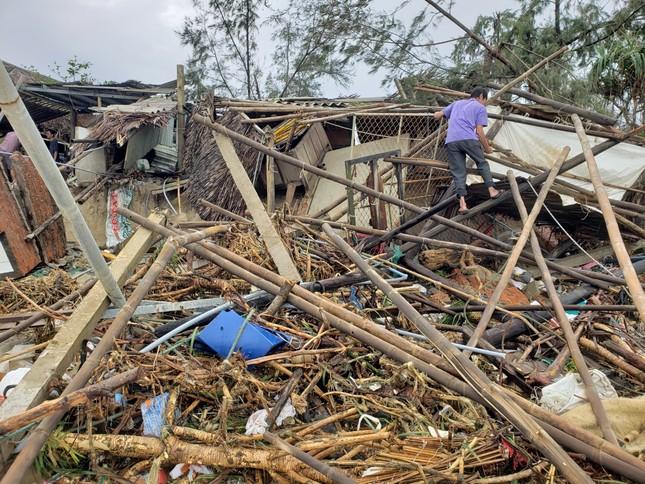 Sóng đánh sập hàng loạt ngôi nhà ven biển Hội An ảnh 6