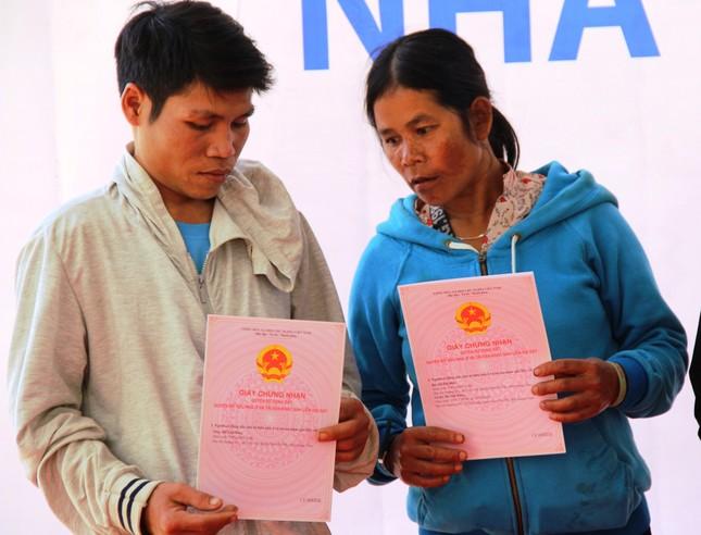 Người dân Trà Leng xúc động nhận nhà mới trước Tết ảnh 7
