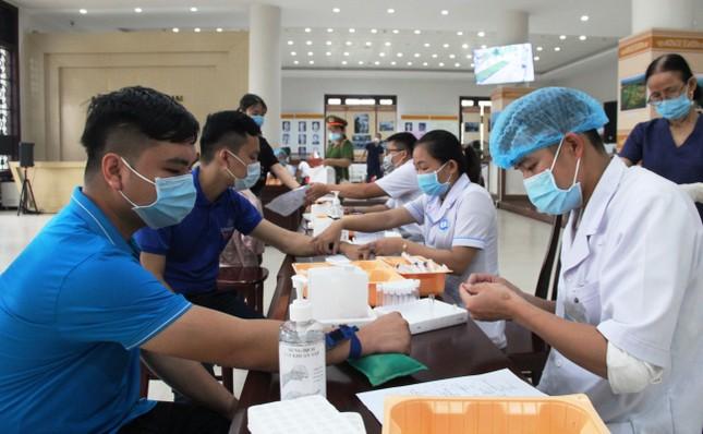 Chủ nhật Đỏ tại Quảng Nam: Những hình ảnh đẹp trong Ngày hội hiến máu cứu người ảnh 3