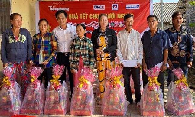 Báo Tiền Phong trao quà tết đồng bào nghèo ảnh 2