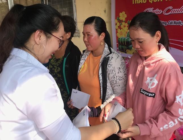 Báo Tiền Phong trao quà tết đồng bào nghèo ảnh 4