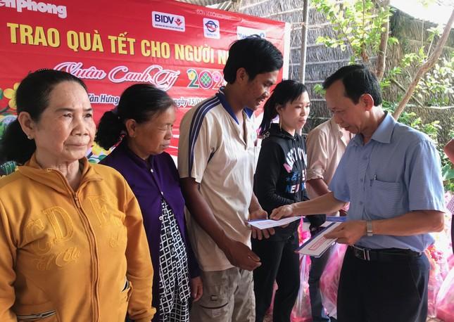 Báo Tiền Phong trao quà tết đồng bào nghèo ảnh 3