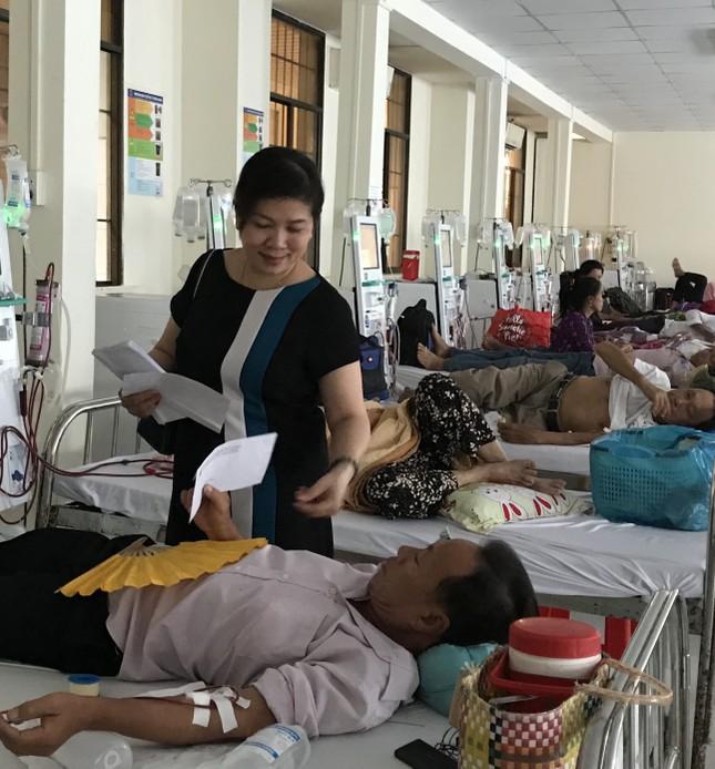 Báo Tiền Phong trao quà Tết cho bệnh nhân nghèo ở Cà Mau ảnh 7