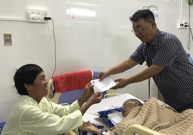 Báo Tiền Phong trao quà Tết cho bệnh nhân nghèo ở Cà Mau ảnh 2